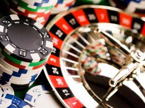 Should I Play Live Dealer Games or Software Online Casino Games?